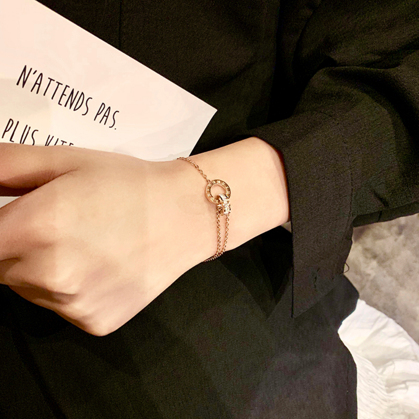 Korean version of diamond-studded Roman numerals double-ring interlocking bracelet