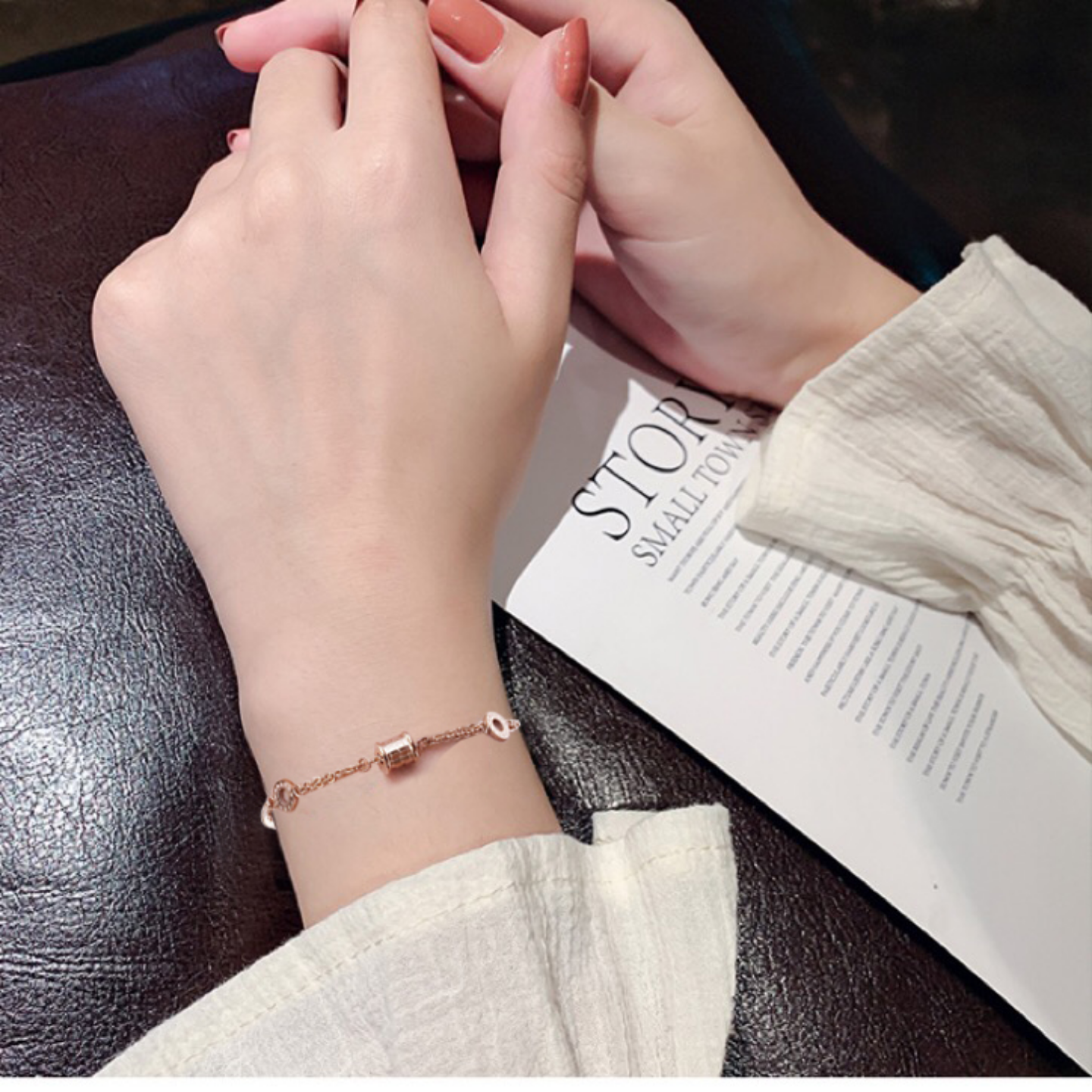 Japanese and Korean titanium steel simple bracelet female rose color Roman numeral