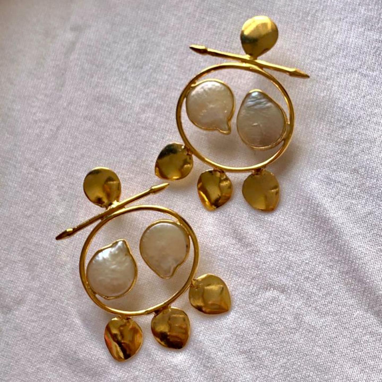 Leave uneven pear earrings