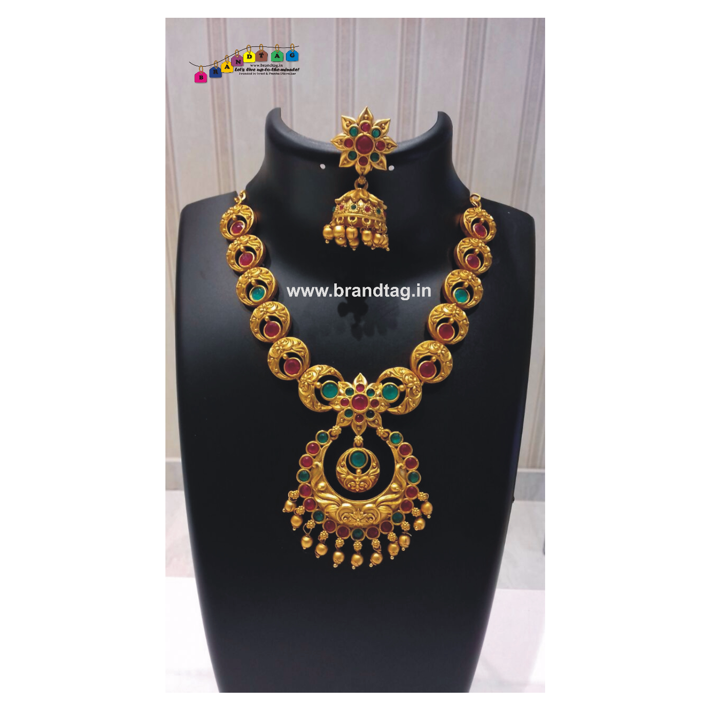 Diwali Collection - Eye pleasing Golden Necklace Set!