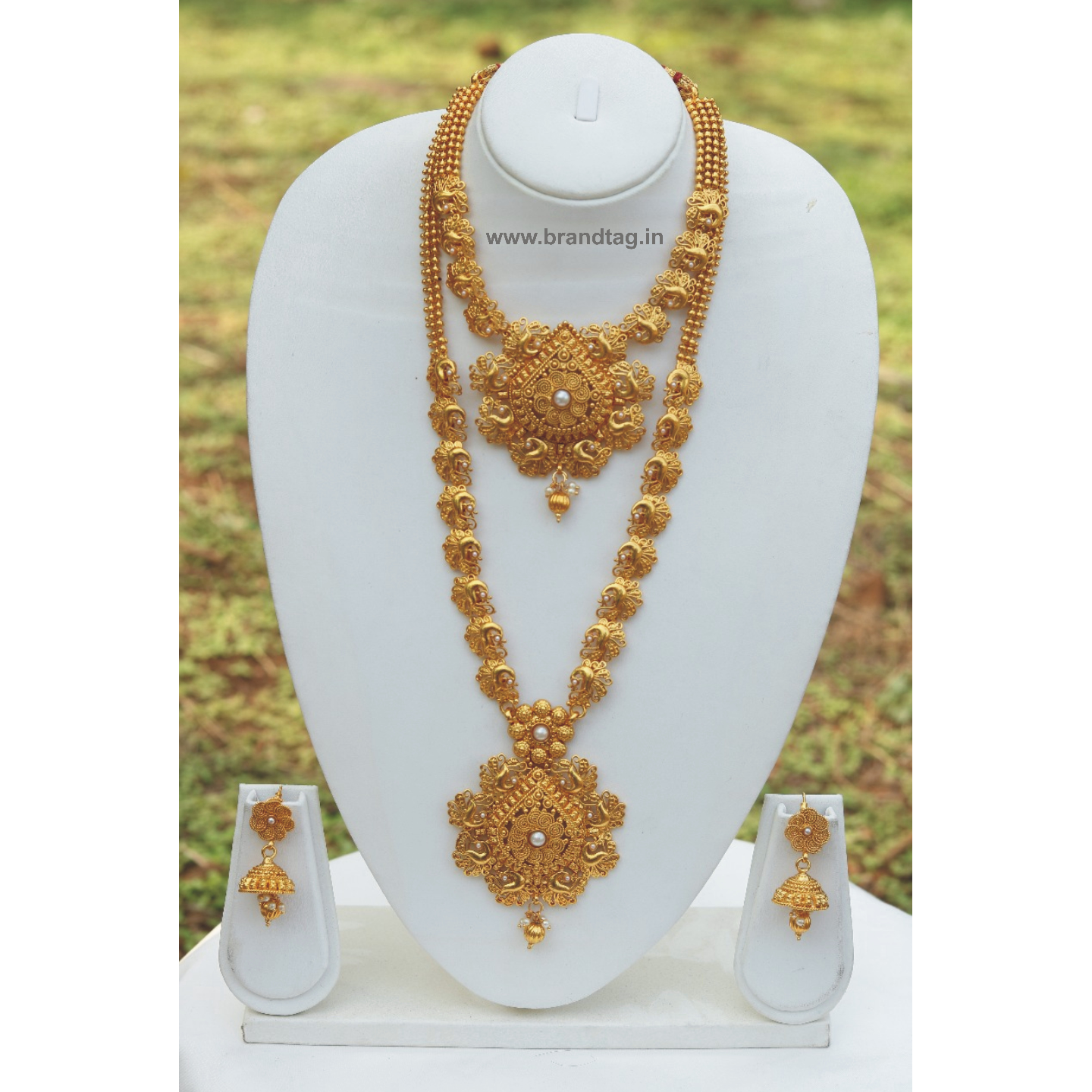 Fine-looking Matte Finished Golden Bridal Necklace set !