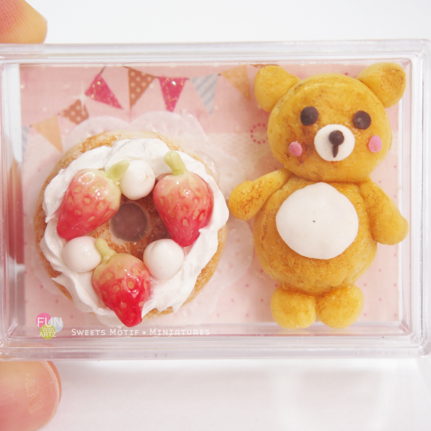 Dollhouse Display Rilakkuma Cookie and Strawberry Cake