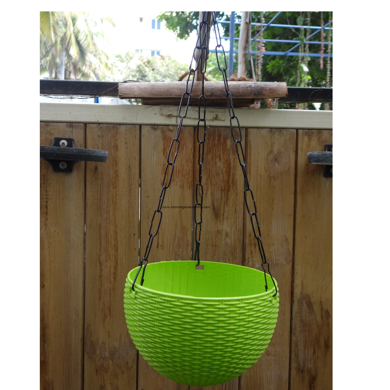 Rattan green hanging plastic pot (7 . 1  inch)