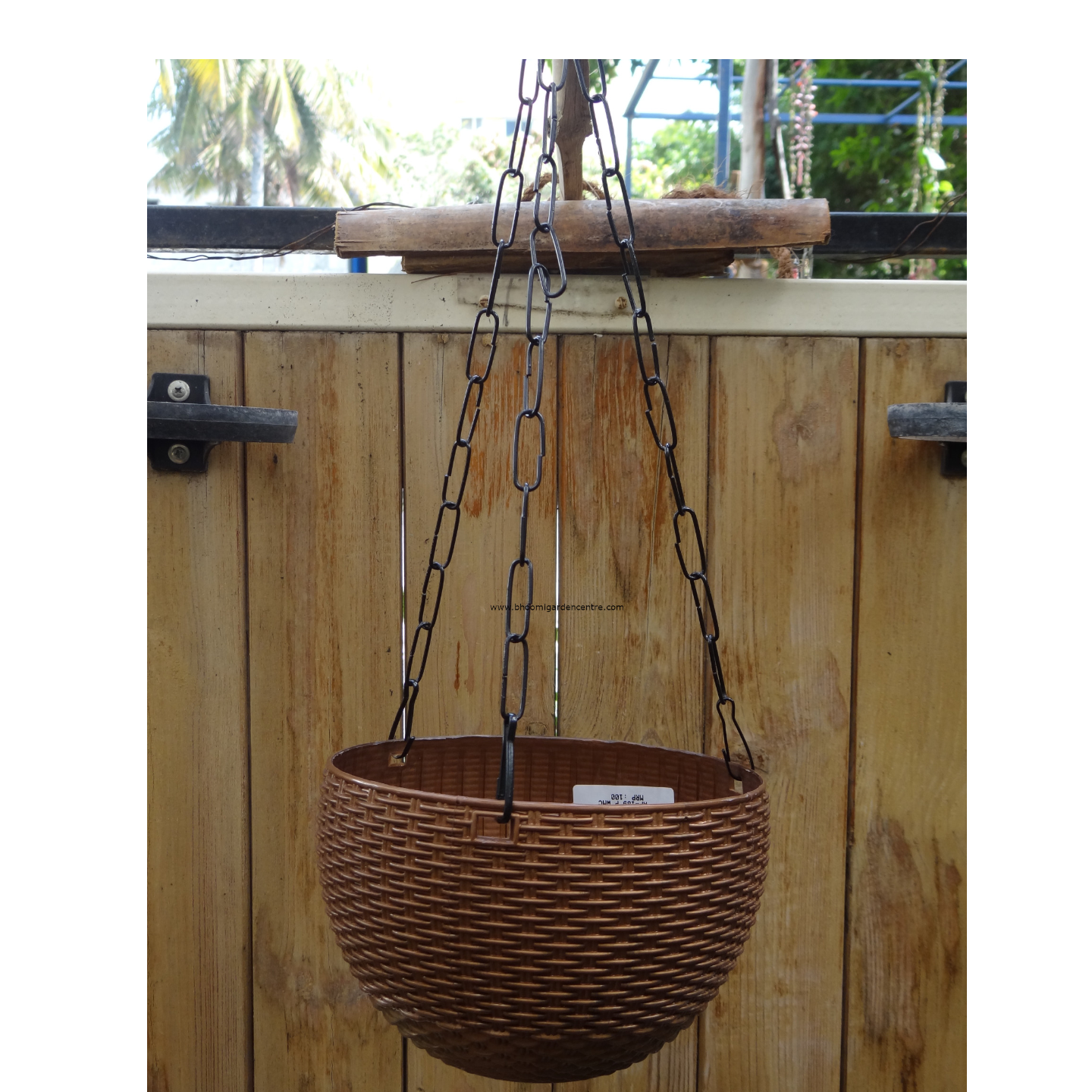 Rattan brown hanging plastic pot (8.6 inch)
