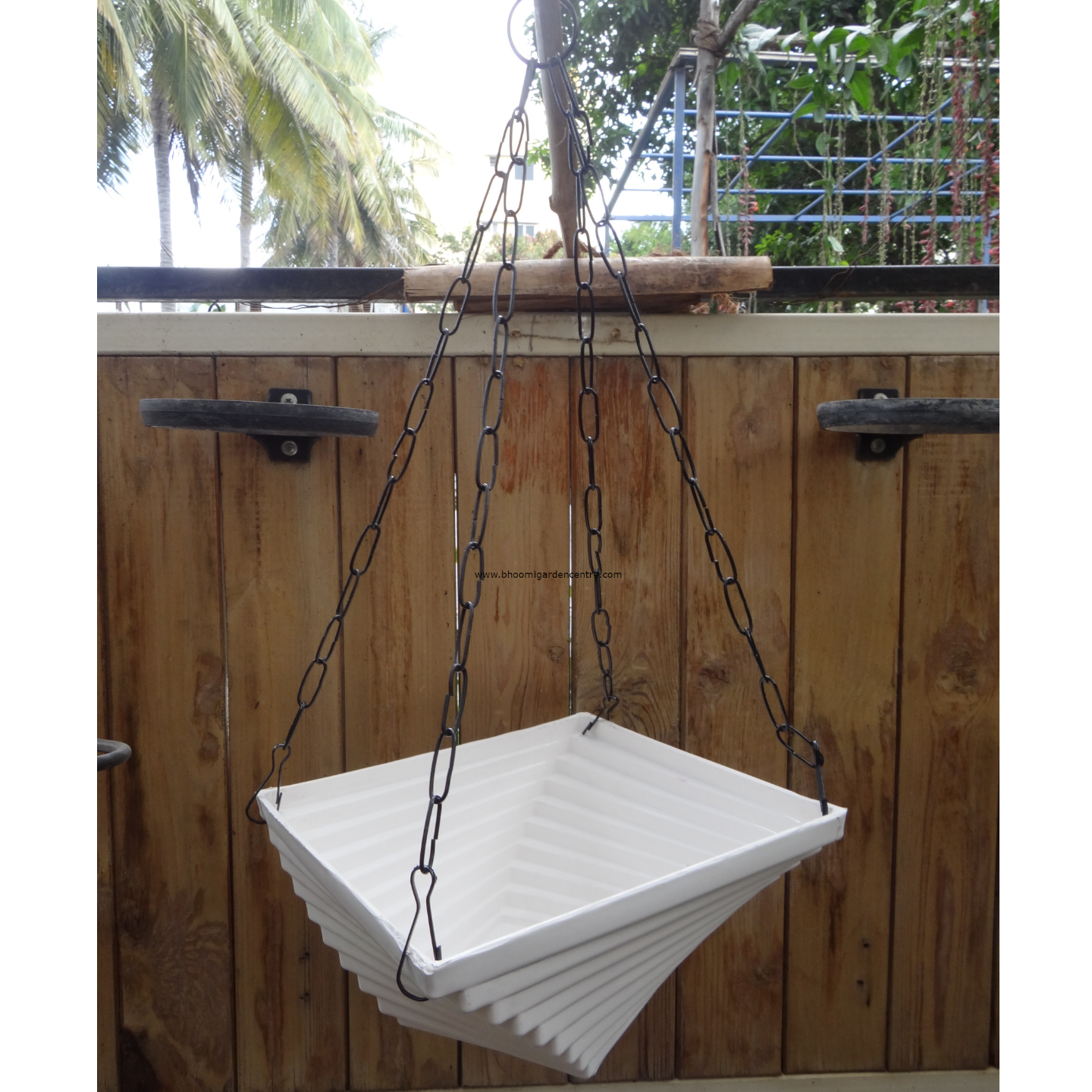 Twister white hanging plastic pot (9 inch)