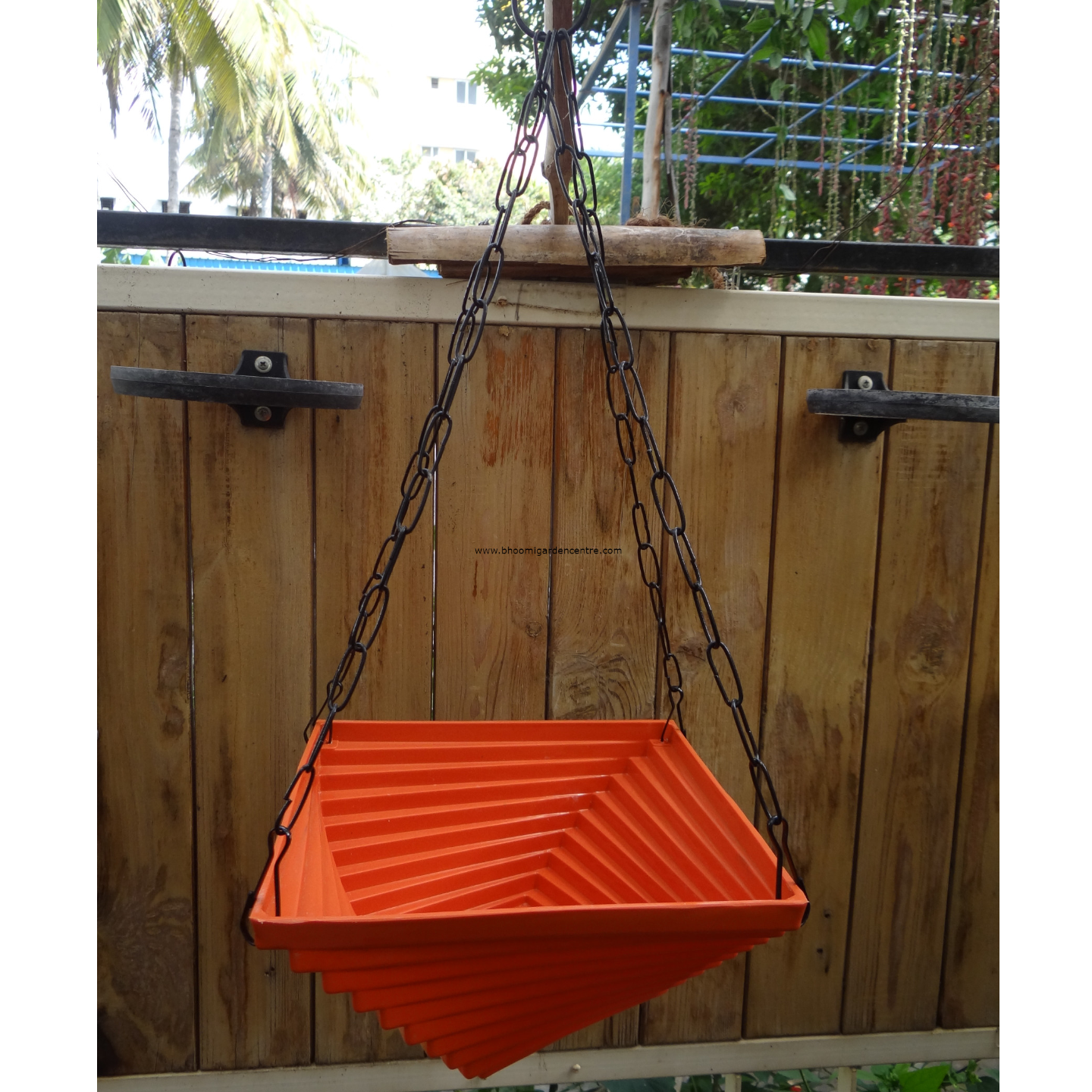 Twister orange hanging plastic pot (9 inch)