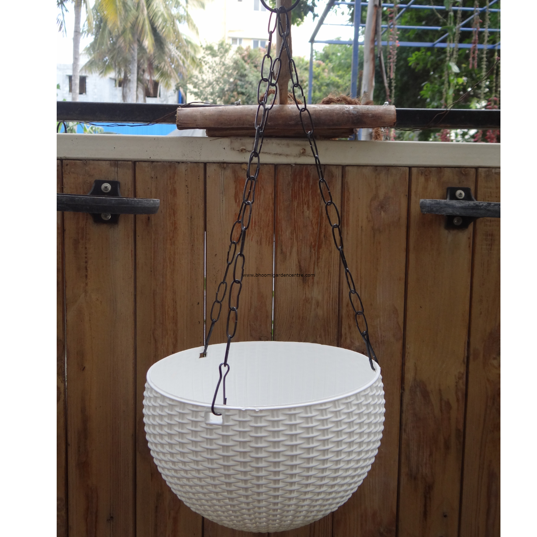 Rattan white hanging plastic pot (8.6 inch)