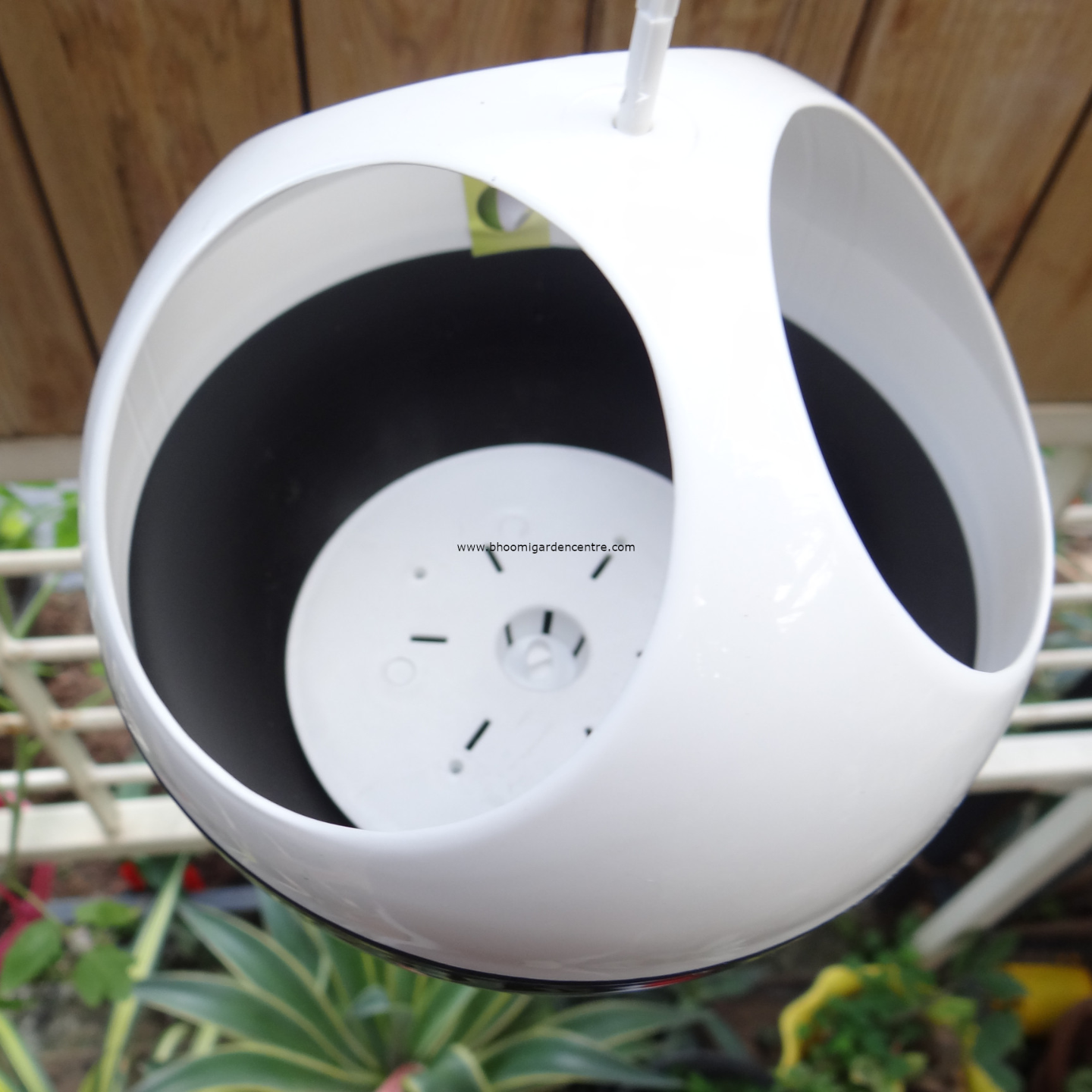 Avant Black ORB hanging pot