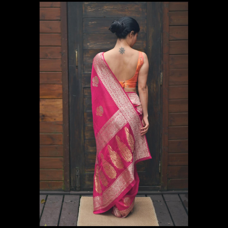 Handloom kadwa  jari motifs monga silk banarasi saree.