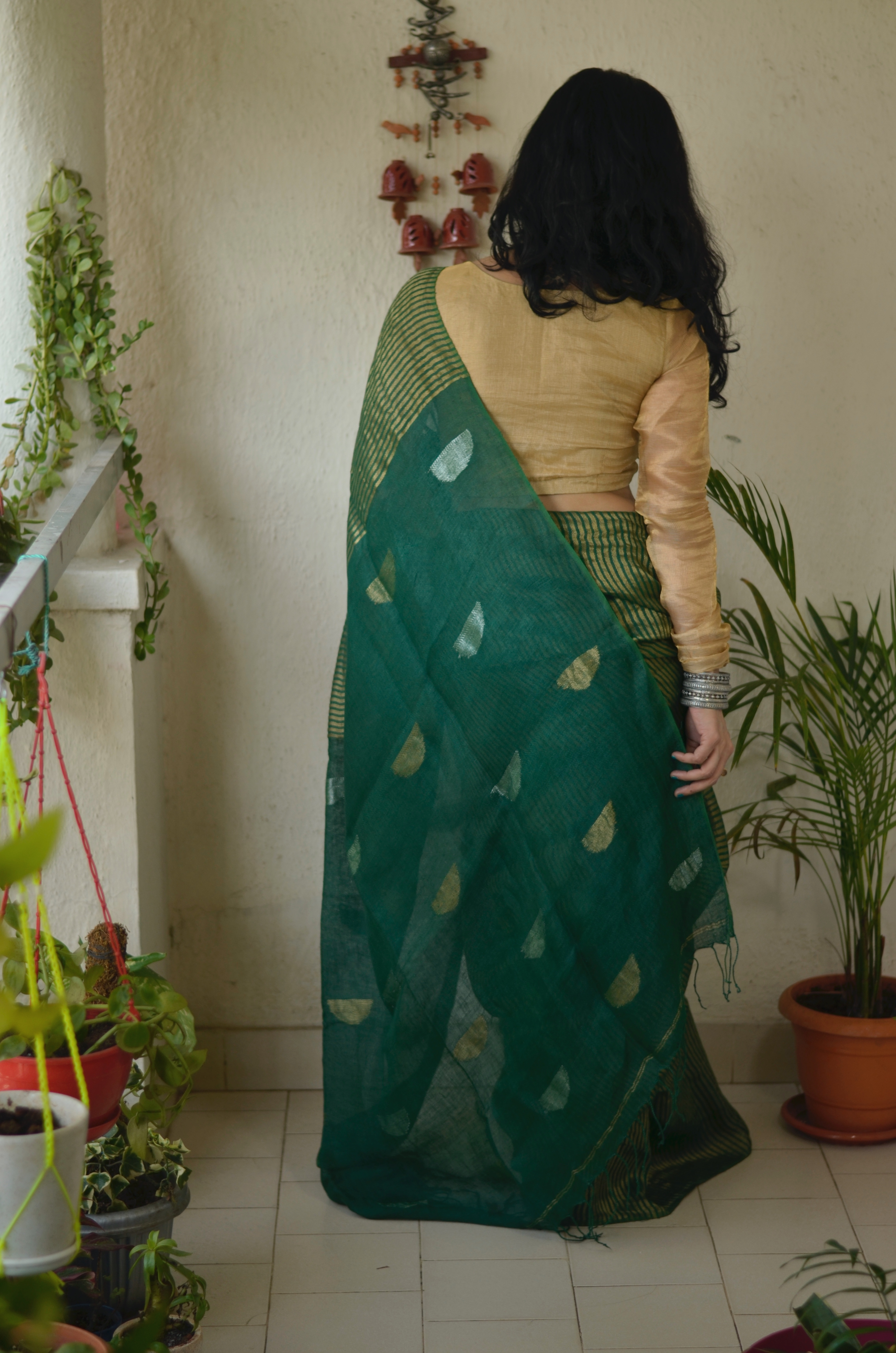 Handloom Twill linen saree blended with tissue blended with jamdani motifs.