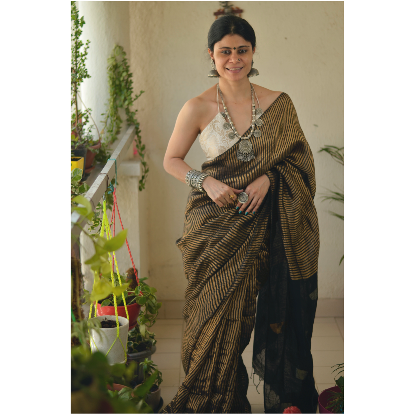 Handloom Twill linen saree blended with tissue with Jamdani motif.