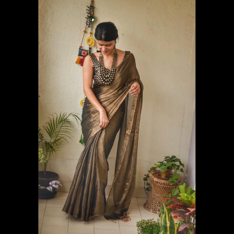 Handloom metallic linen saree.