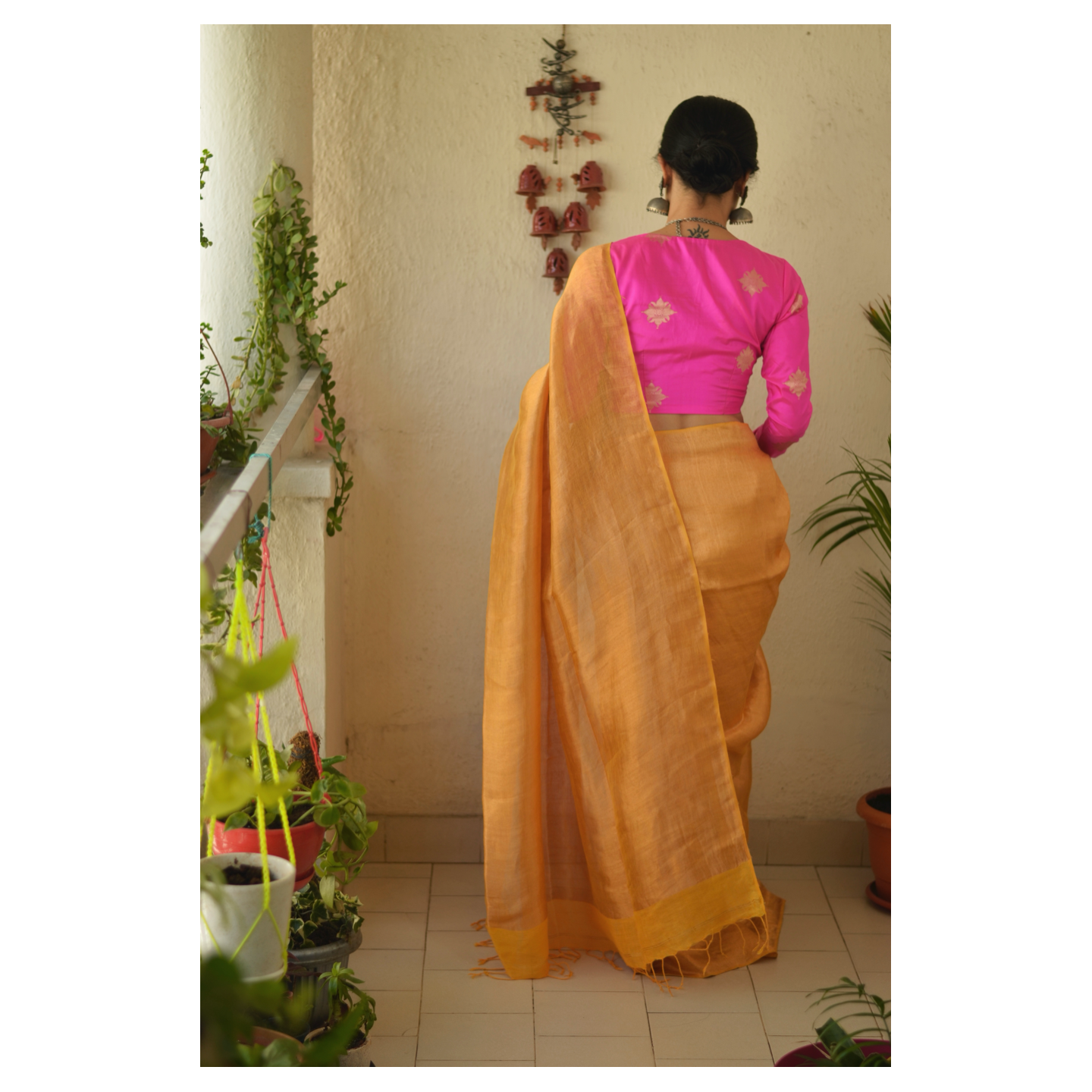 Handloom Twill linen saree blended with tissue.