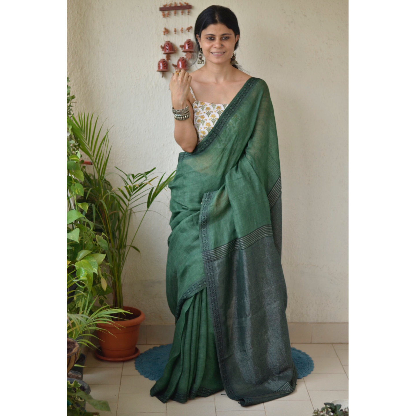Handwoven linen saree with woven embroidered