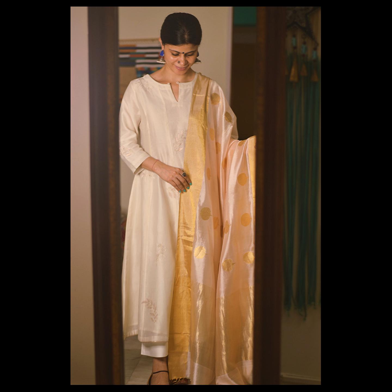 Handllom Chanderi silk dupatta in motifs in  gold jari