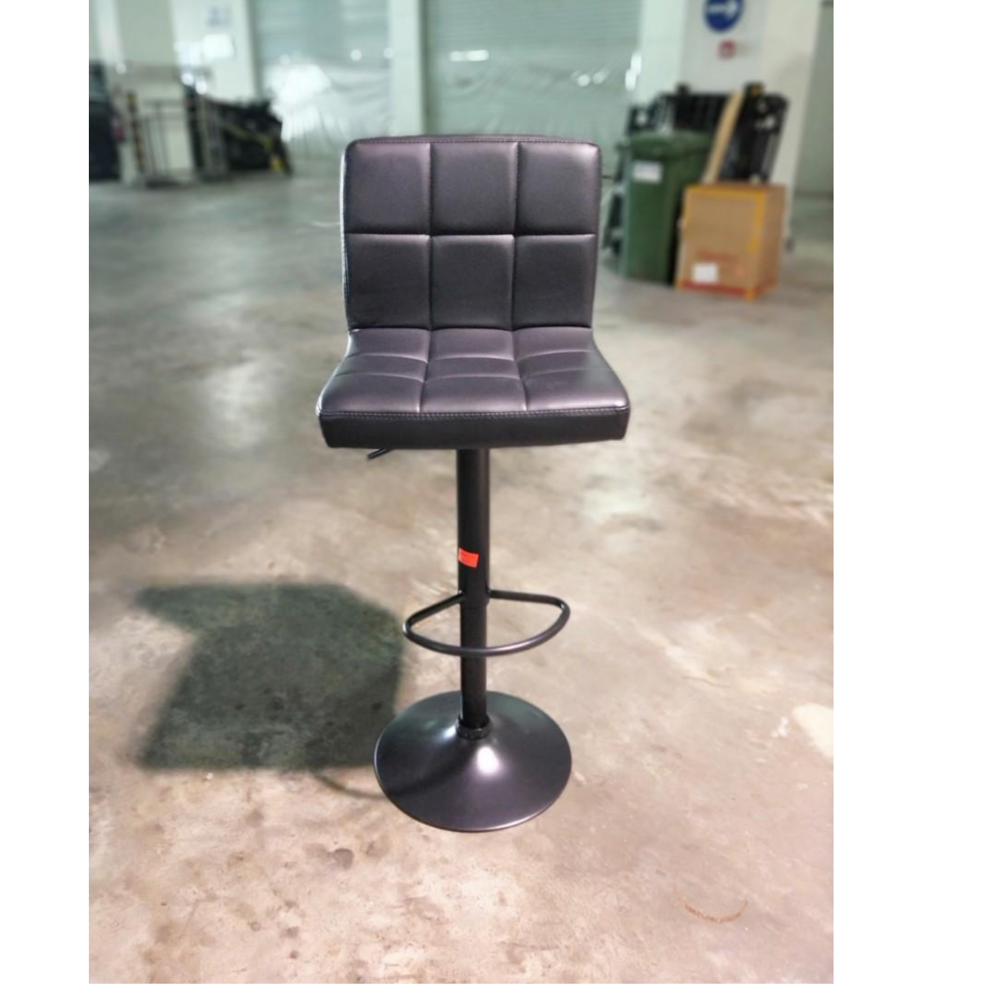 VADO II Bar Stool in BLACK (Black Base)