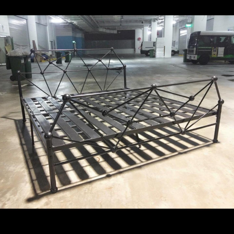AToMLiTe Modern Metal Bedframe in KING Size