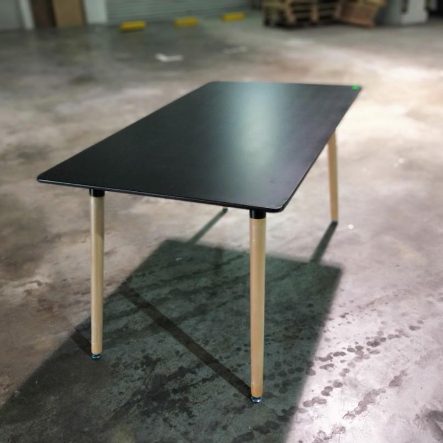 VIENNA Dining Table in BLACK (L)