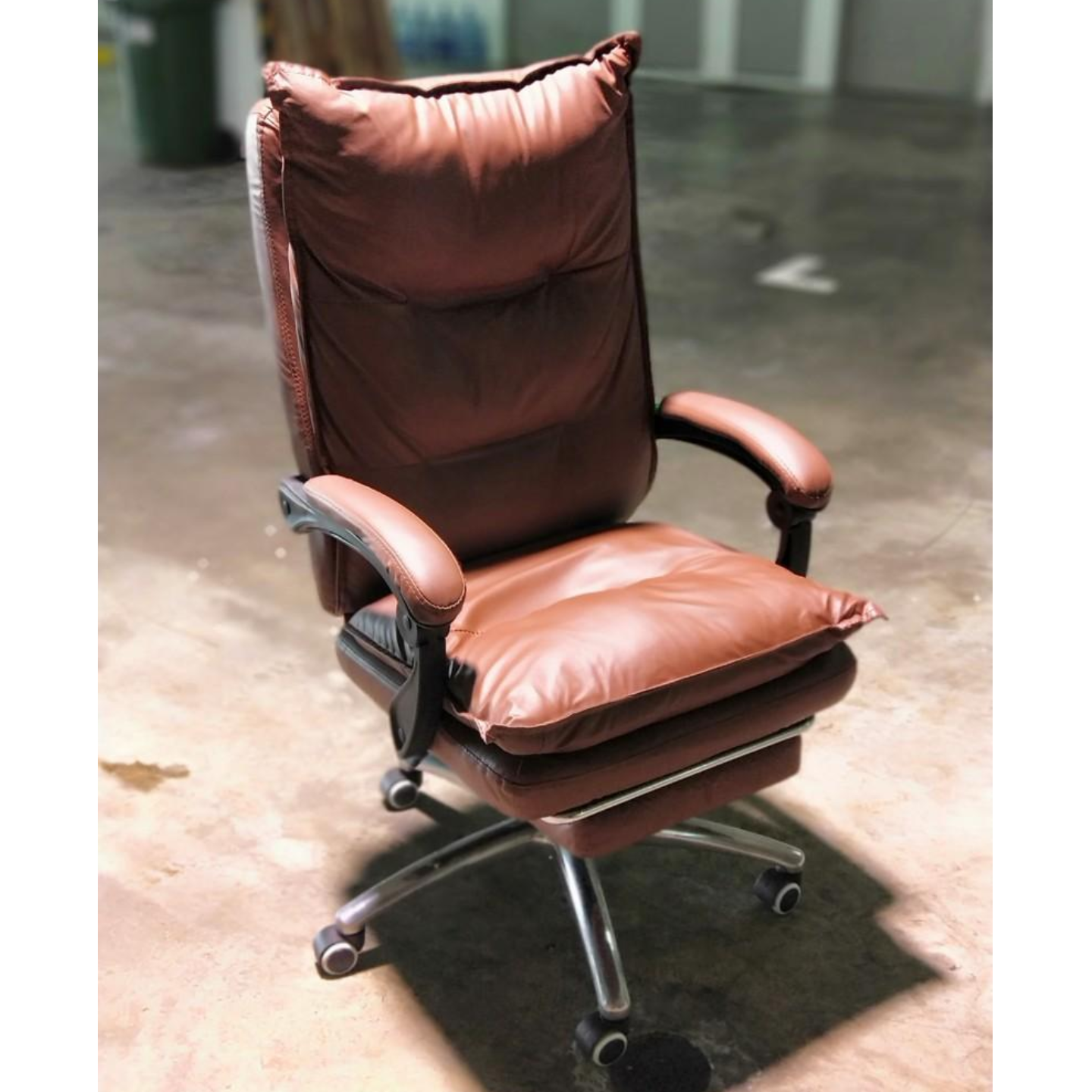 PEDROSA Executive Office Chair in BROWN