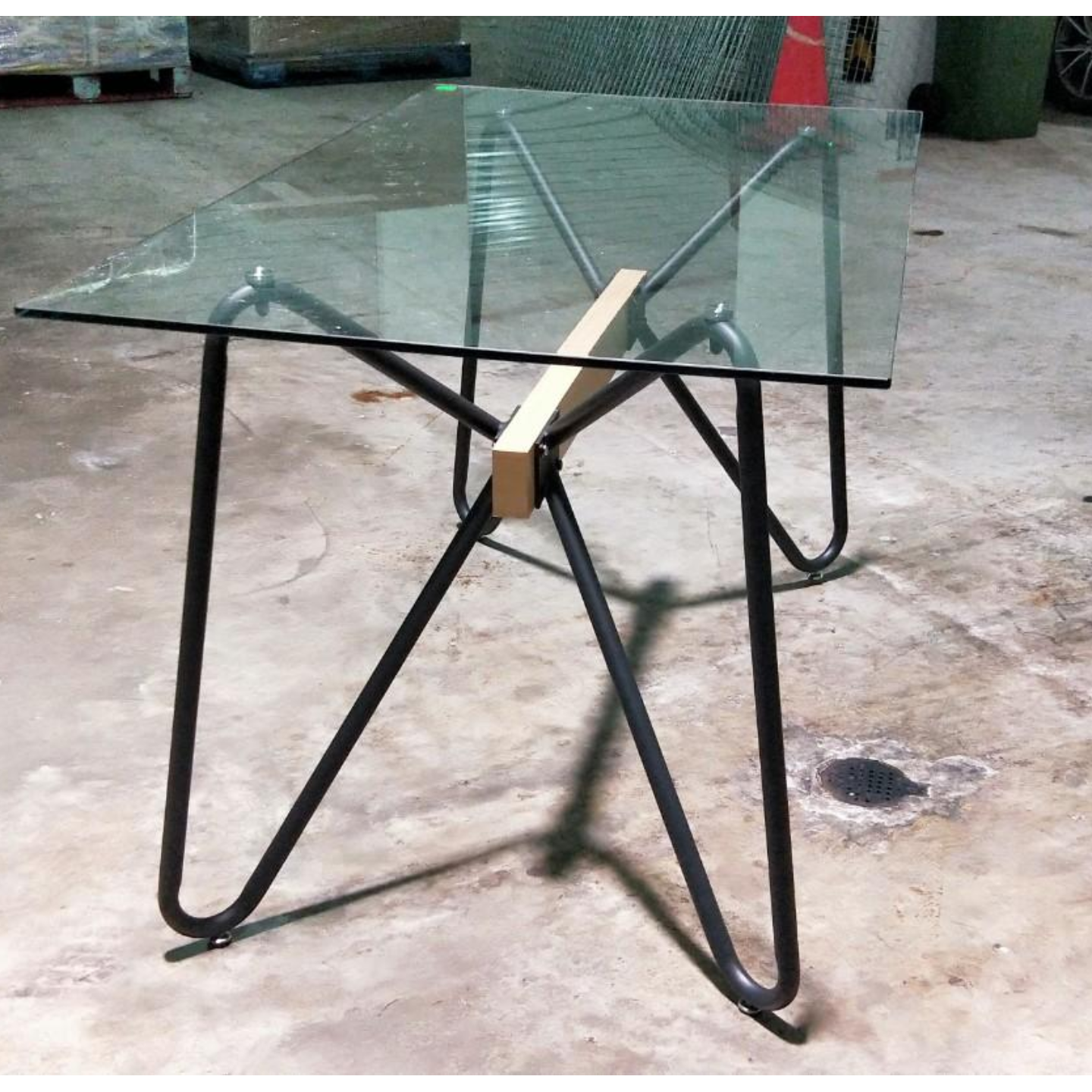 WILLOW INDUSTRI Series Tempered Glass Table