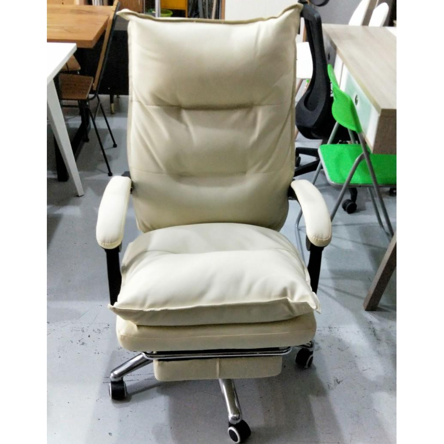 PEDROSA Executive Office Chair in LIGHT BEIGE