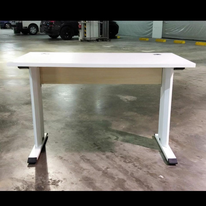FIESTA Working Desk in WHITE