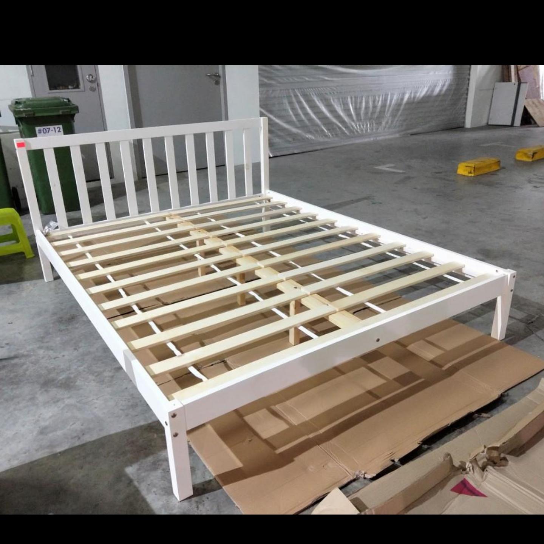 RUZENDA Queen Pine Bed Frame in WHITE