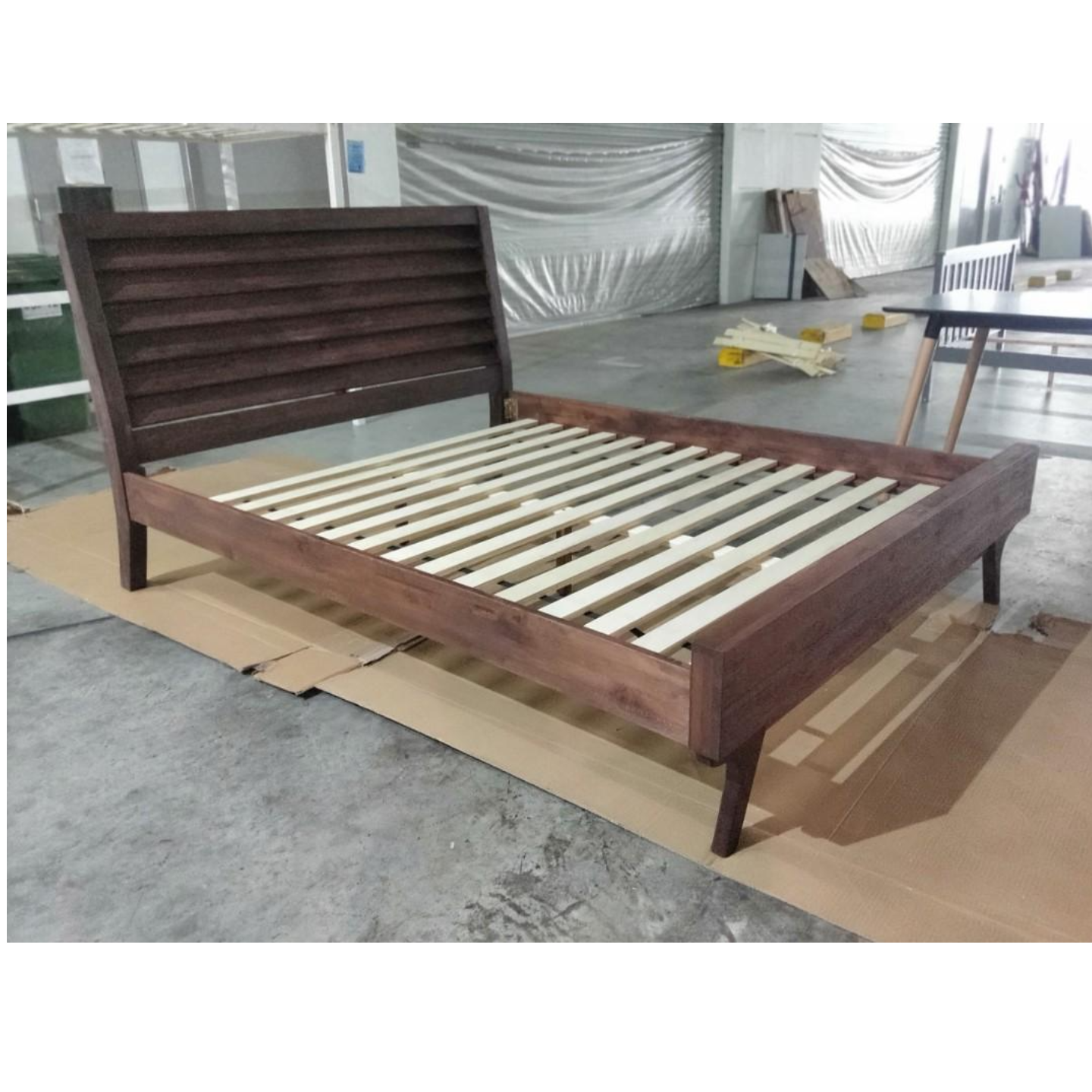 SIENTA INDUSTRI Series Queen Bed Frame