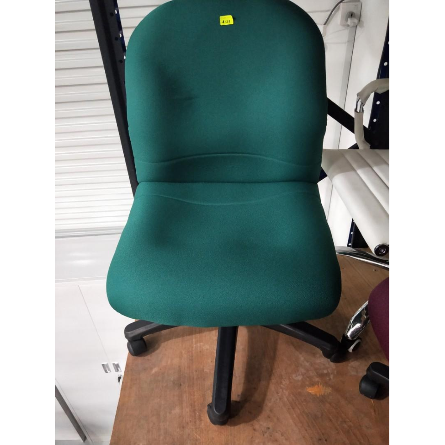 HINA Low Back Office Chair in EMERALD GREEN
