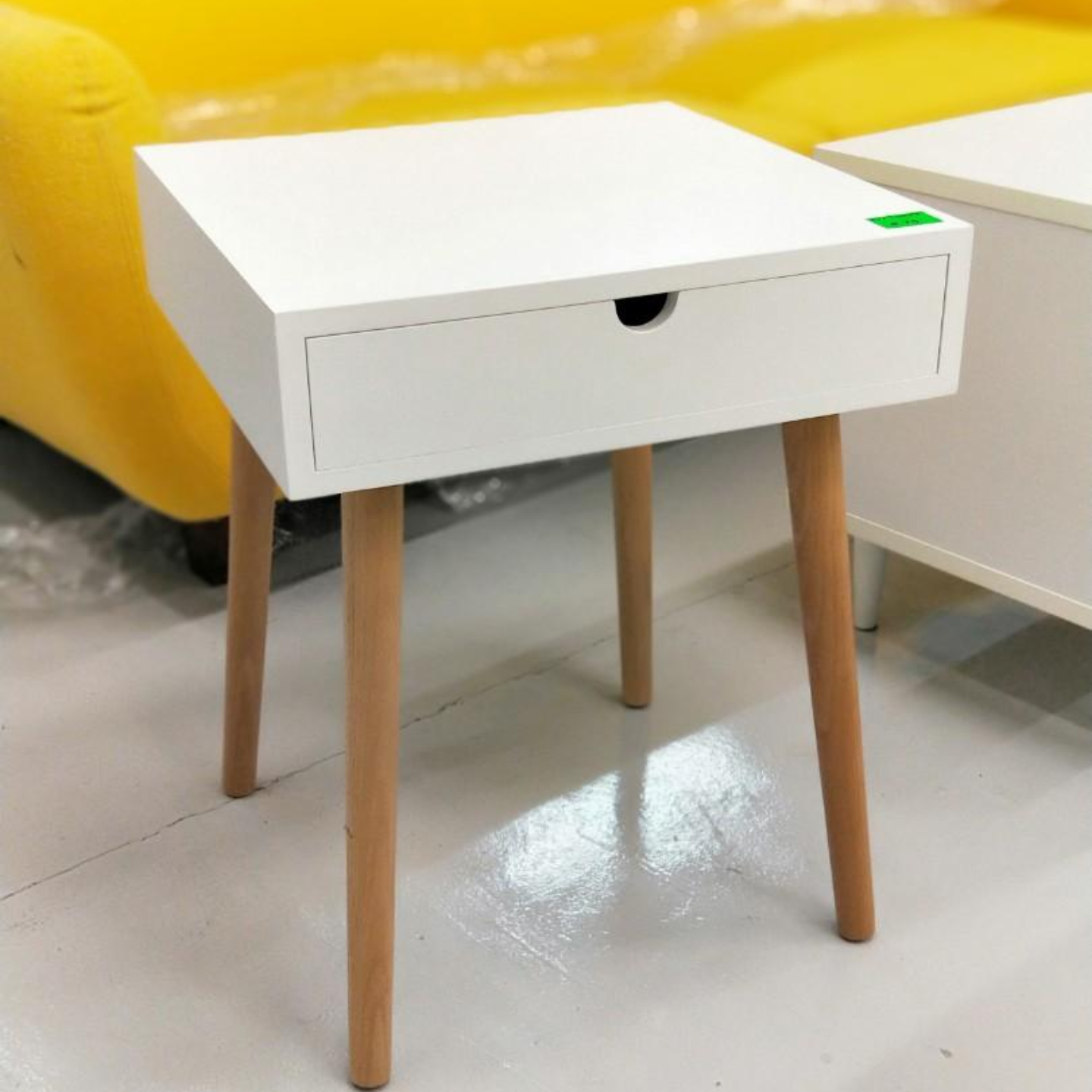 STEVI Side Table In WHITE