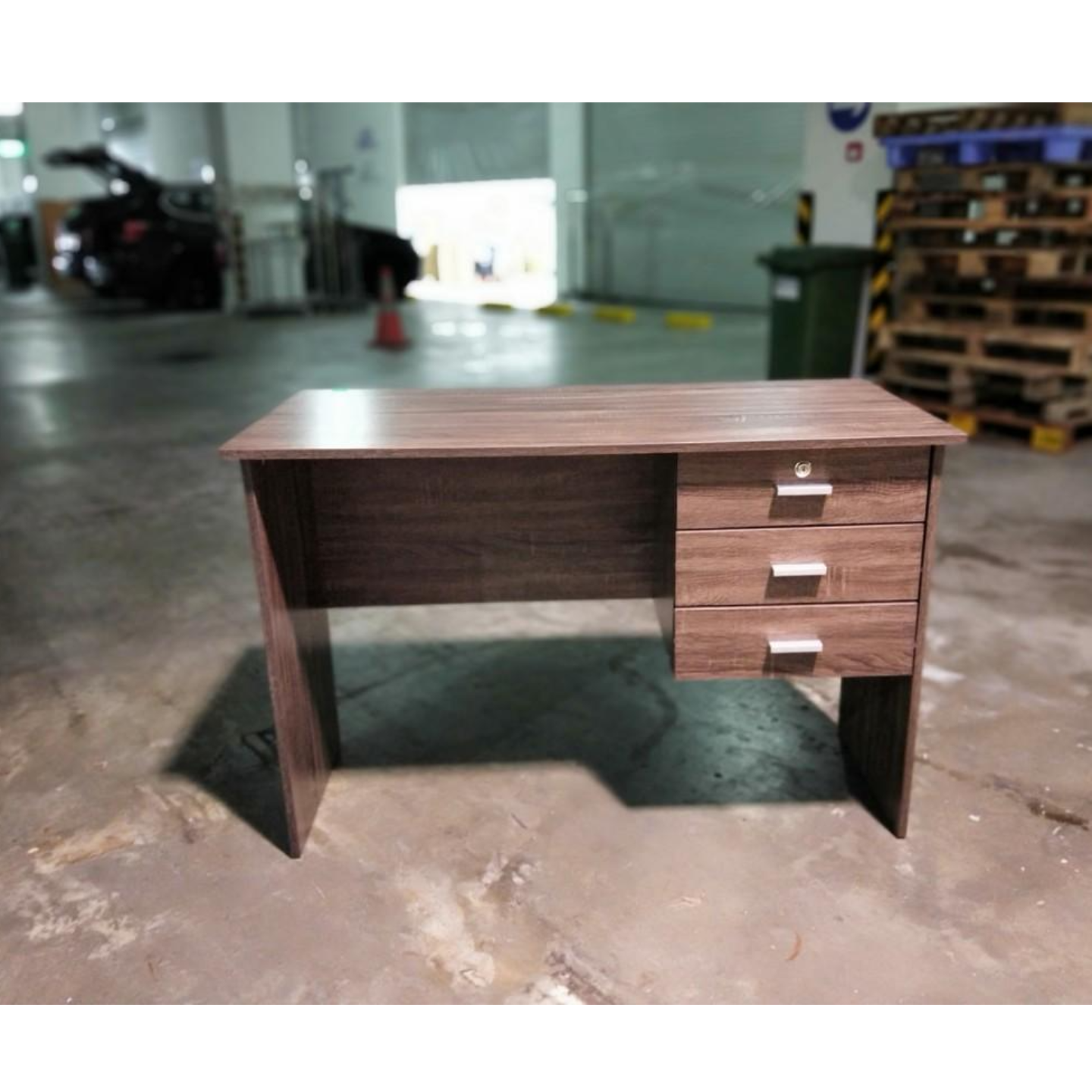 EQUARDO Writing Desk in WALNUT