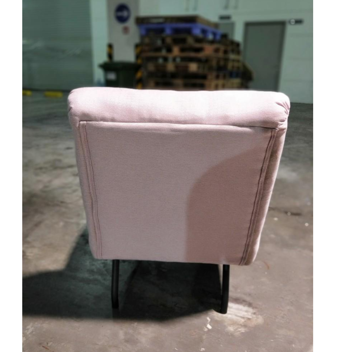 HENZA Lounge Chair in PALE PINK