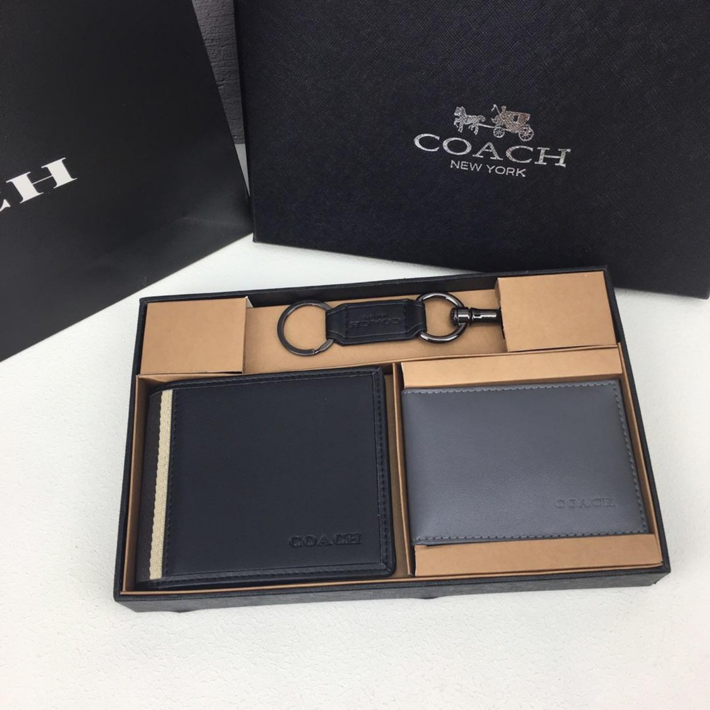 (SG COD) Coach  Men's wallet F74688 wallet and cardholder short wallet casual wallet