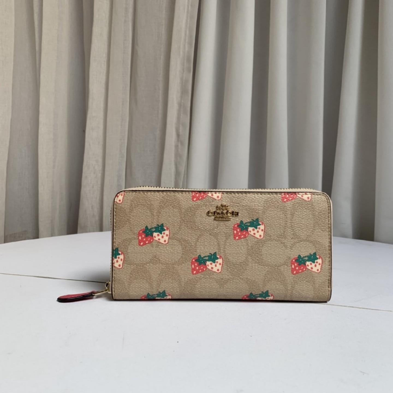 (SG COD)   Women's long Coach wallet F98126 wallet strawberry pattern long wallet zipper wallet long wallet