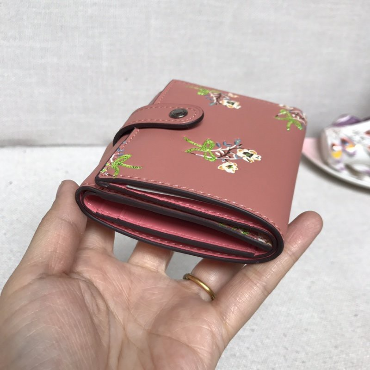 (SG COD)  Women's Bags coach Wallets F21783 Tri-fold snap wallet Wallets and Cardholders Short Wallets