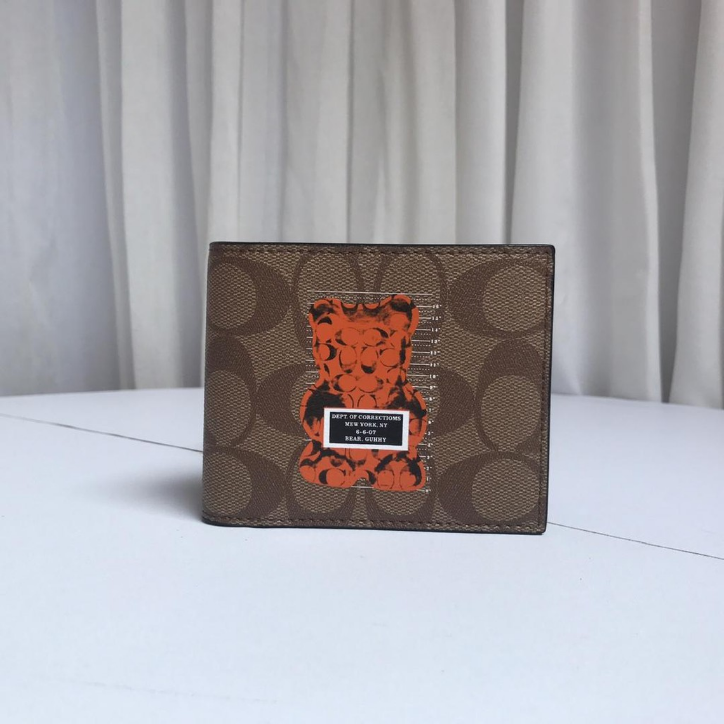 The new coach F76857 mens short brown bear wallet.