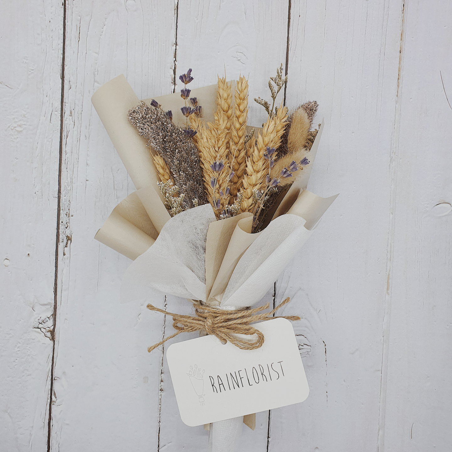 A bouquet of dried flowers in coffee brown.
