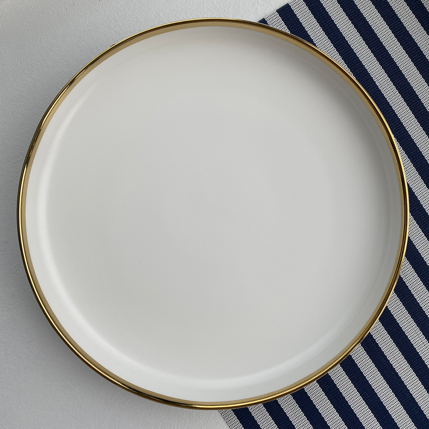 WHITE GOLD Plate 10